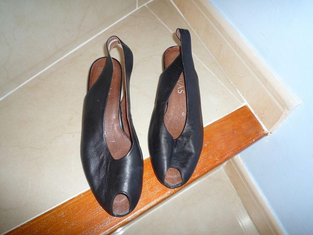 sandales cuir noir neuves servas t39 15 Agde (34)