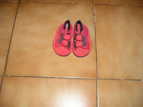 sandales enfant neuves - taille 19 - fixation par velcro 5 Septèmes-les-Vallons (13)