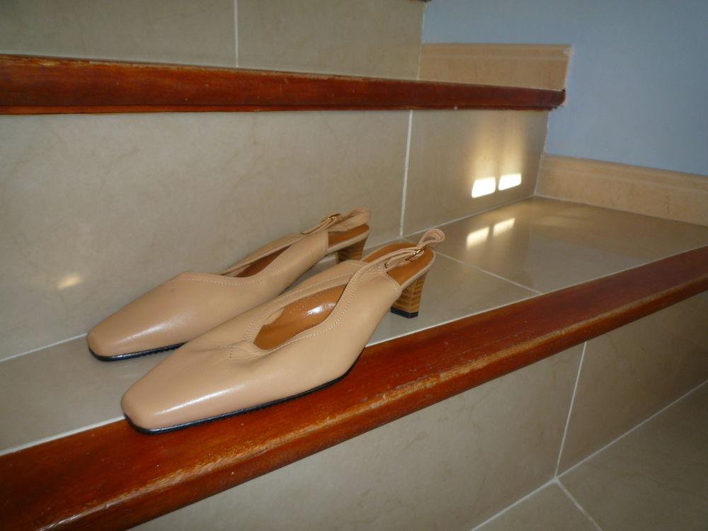 sandales neuves cuir fermées devant t40 damart 20 Agde (34)