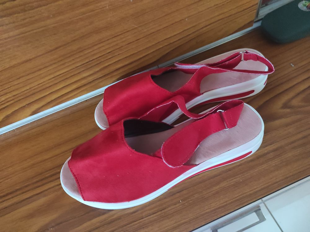 15€ sandales ouverte taille 39 15 Accolay (89)