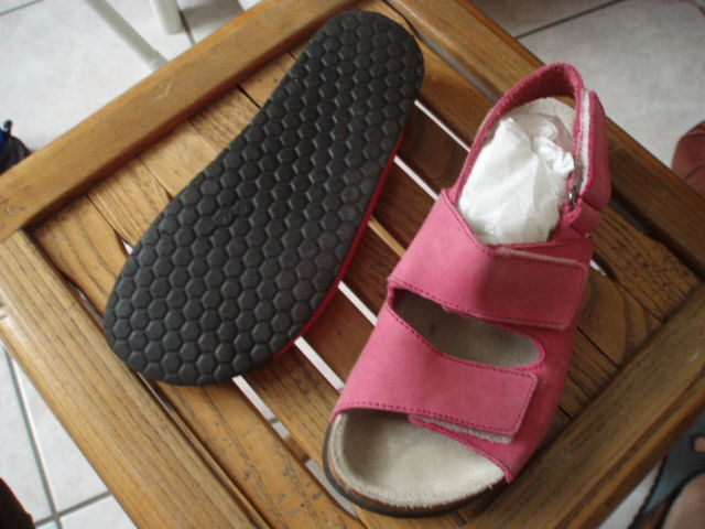 Sandales Nu pieds rose 33 Baskets Disney 25 Baskets 36  5 Villenoy (77)