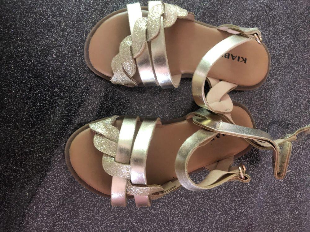 sandalettes bébé dorée état neuves Chaussures