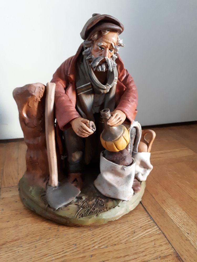 Santon assis en terre cuite avec sa pioche et jarre  - 13 EUROS 15 Villemomble (93)