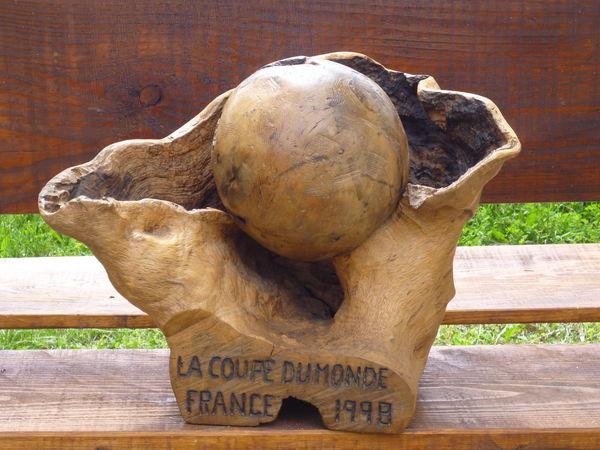 Sculpture coupe du monde de foot France 1998 0 Privas (07)