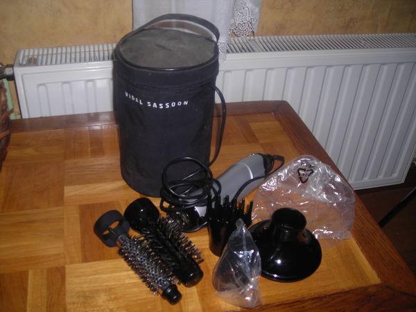 sèche cheveux avec accessoires 0 Aubin-Saint-Vaast (62)