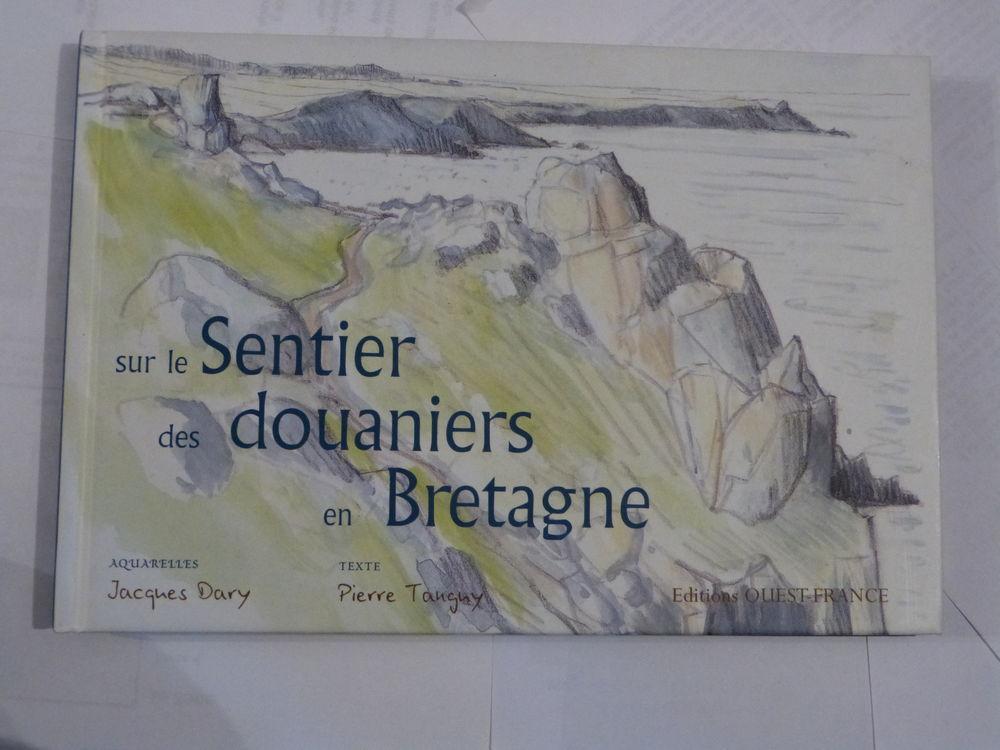 SUR LE SENTIER DES DOUANIERS Livres et BD