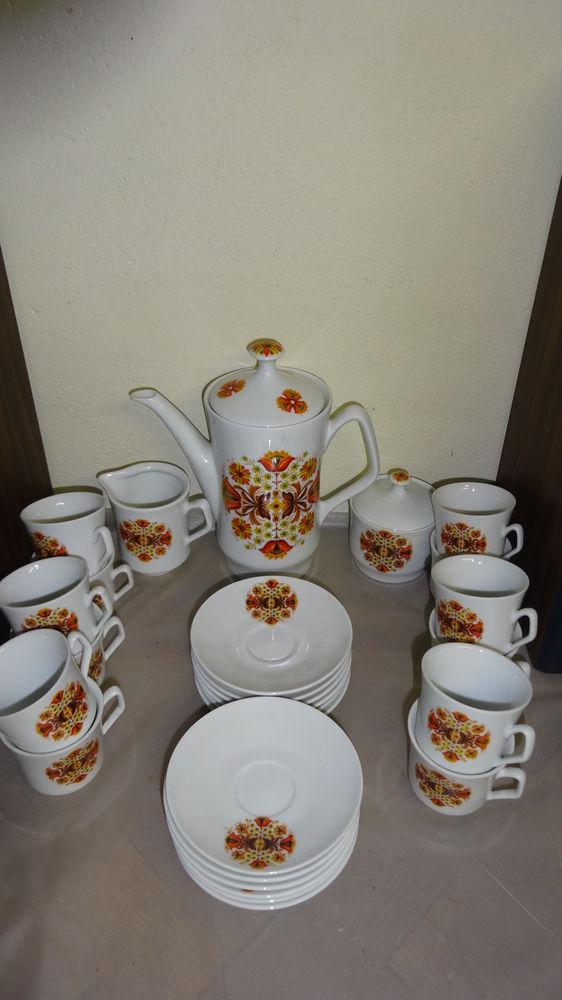 service à café en porcelaine 12 tasses 15 Trignac (44)
