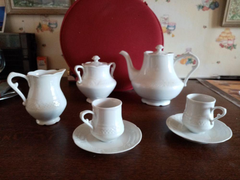 Service à café en porcelaine blanche 105 Toulouse (31)