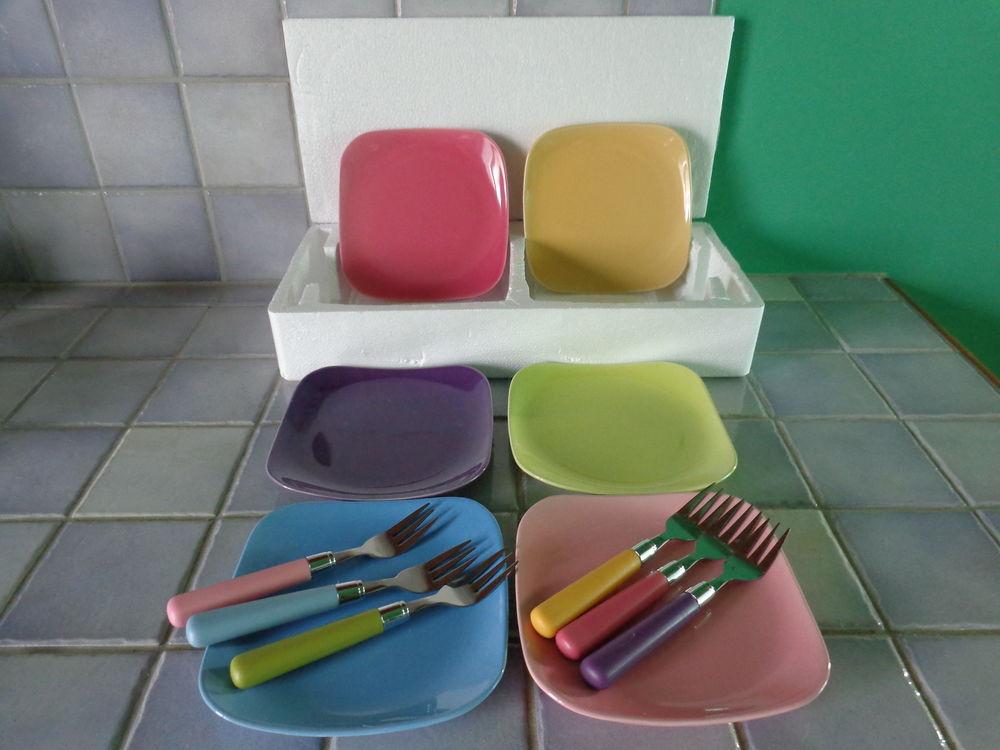 Service a gateaux pour 6 personnes coloris pastels. 15 Theix (56)