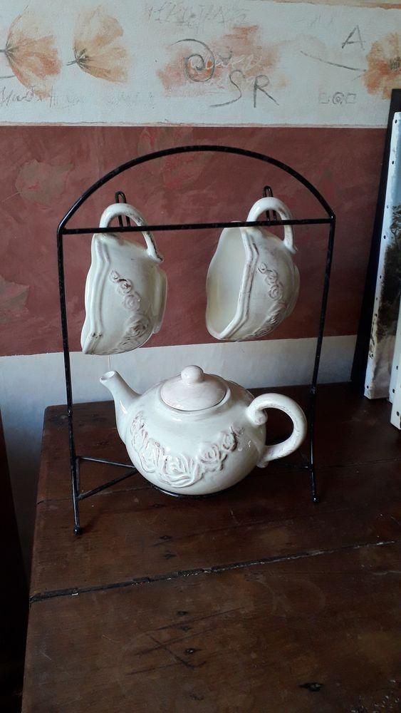 Service petit-déjeuner beige rosé motif roses 10 Montigny-le-Bretonneux (78)