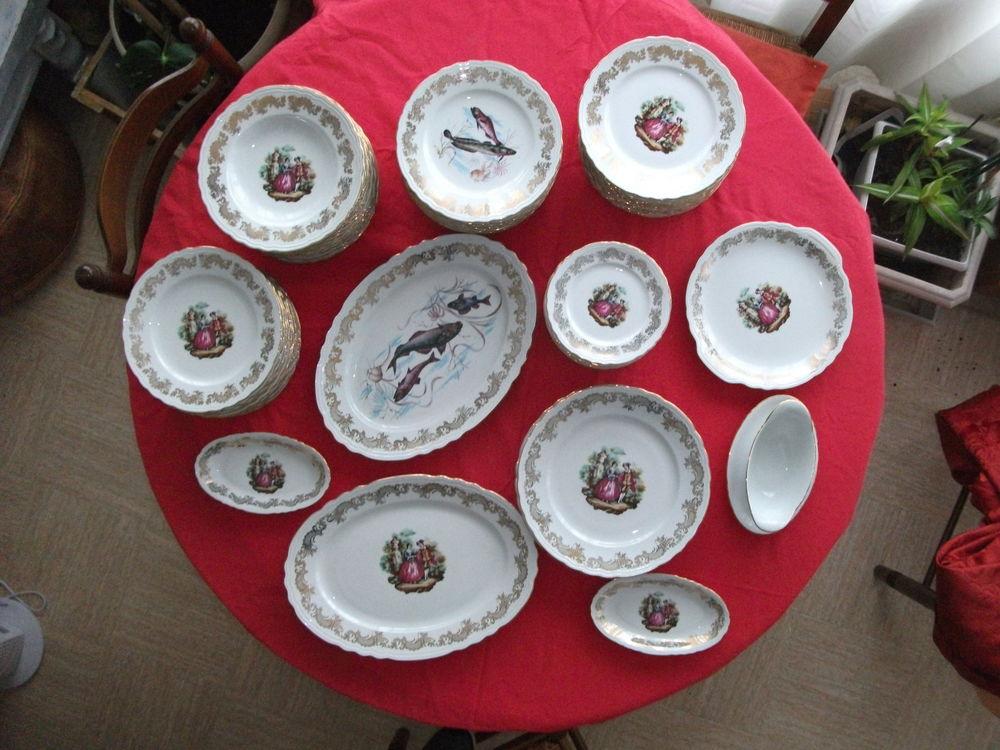 Service en porcelaine de luxe 68 pièces décor marquise 250 Doussard (74)