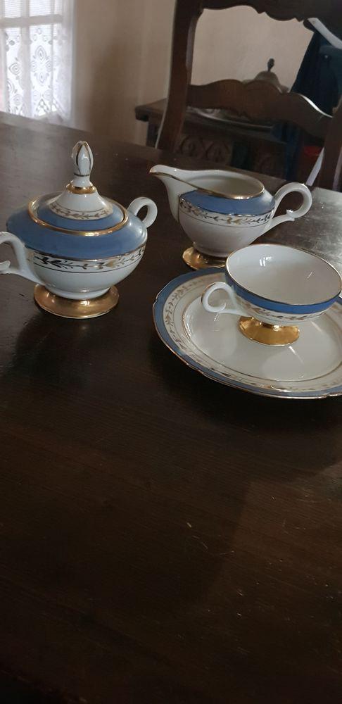 Service a thé porcelaine style empire bleu et or. 179 Aubagne (13)