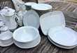 Service de table composé de 70 pièces porcelaine