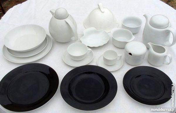 Service de table porcelaine noire et blanche 0 Saint-Aigulin (17)