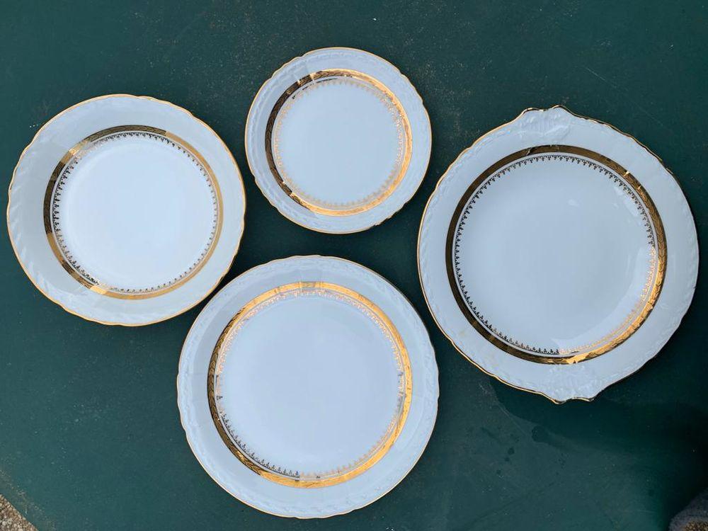Service de table en porcelaine,  82 pièces signé P Dussault 700 Saint-Germain-lès-Corbeil (91)