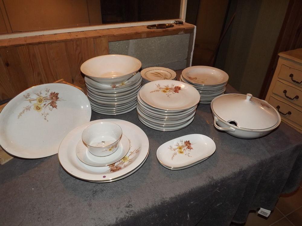 Service de table en porcelaine. 80 Montpellier (34)