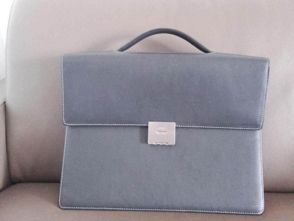 Serviette porte-documents Audi Collection en cuir noir 100 Dijon (21)