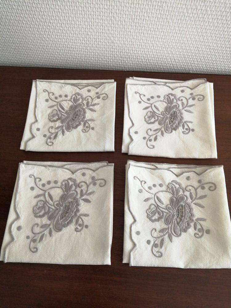 Lot 4 serviettes brodées anciennes 10 Châteauroux (36)