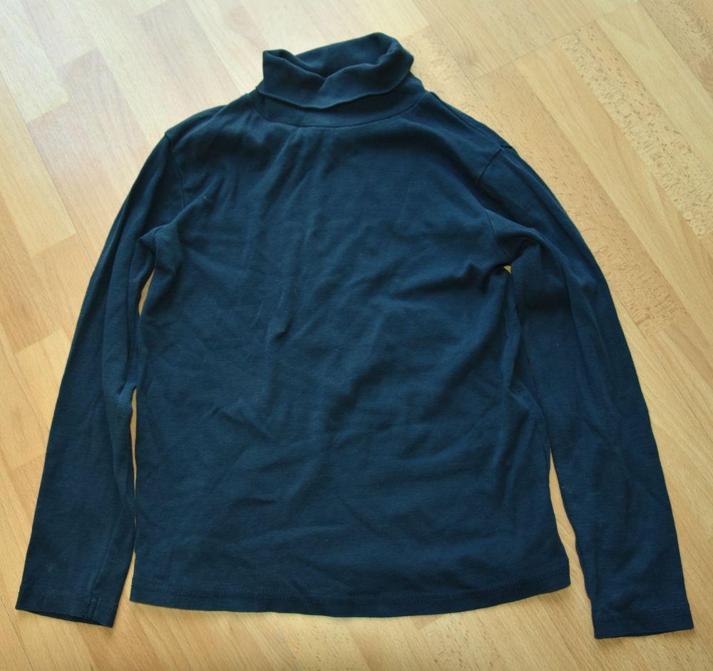 10 ans. Tee shirt bleu marine. Très bon état. 3 euros 3 Gujan-Mestras (33)