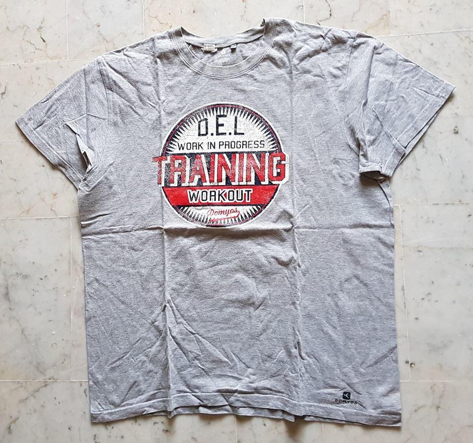 Tee shirt decathlon gris XXL 1 euro  Vêtements
