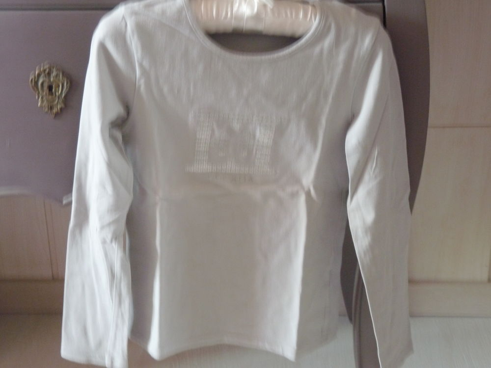 T-shirt escada 8 ans fille gris tbe  15 Brienne-le-Château (10)