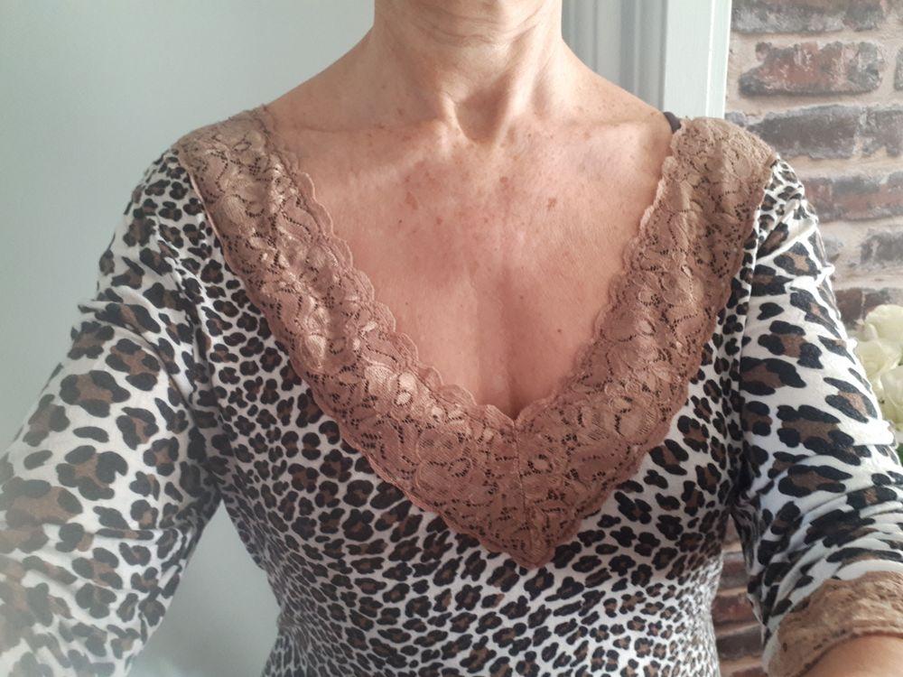 T-shirt féminin léopard et dentelle - 40/42 - 12 euros Vêtements
