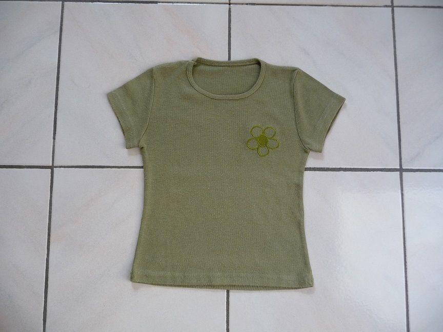 Tee-shirt kaki fleur brodée 6 ans 4 Montigny-le-Bretonneux (78)