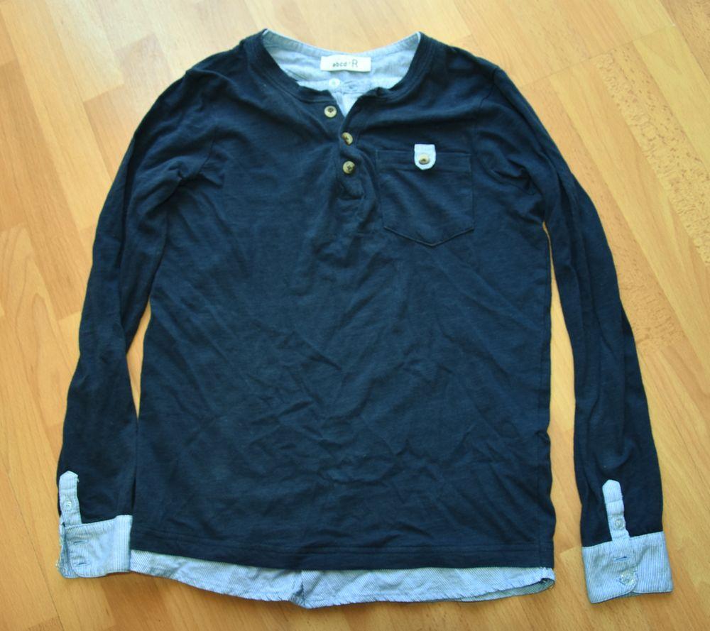 12 ans. Tee shirt marine et tissu rayé bleu. Très bon état.  4 Gujan-Mestras (33)