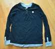 12 ans. Tee shirt marine et tissu rayé bleu. Très bon état.  Gujan-Mestras (33)