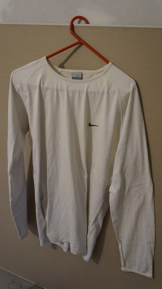 Tee-shirt  Nike   10 Saint-Sornin-la-Marche (87)