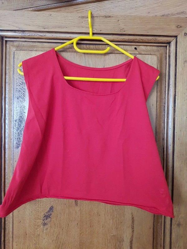 T shirt rouge sans manches neuf mesure aisselles a aisselles 5 Viriat (01)