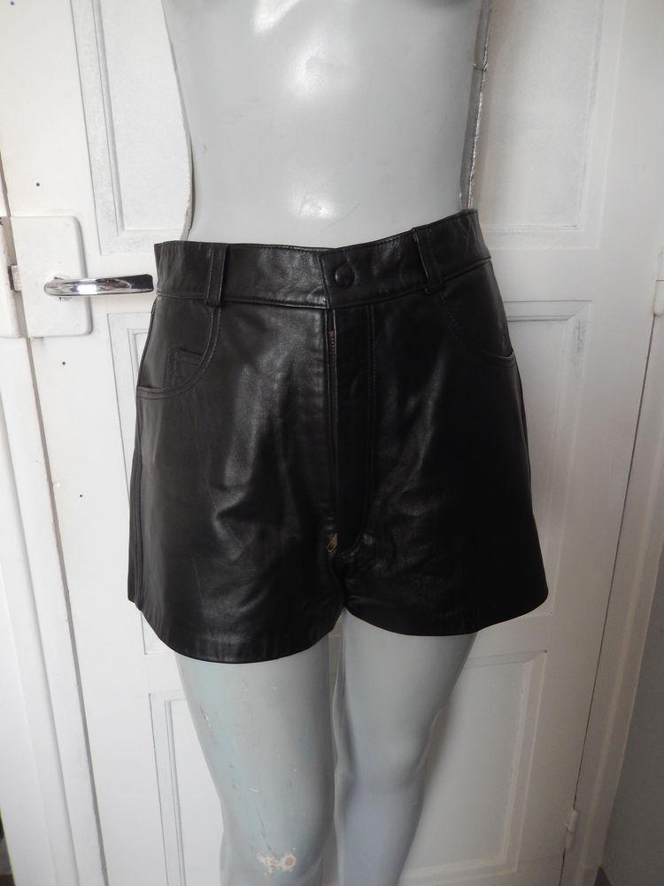 Short en cuir noir taille 36-38 30 Meaux (77)