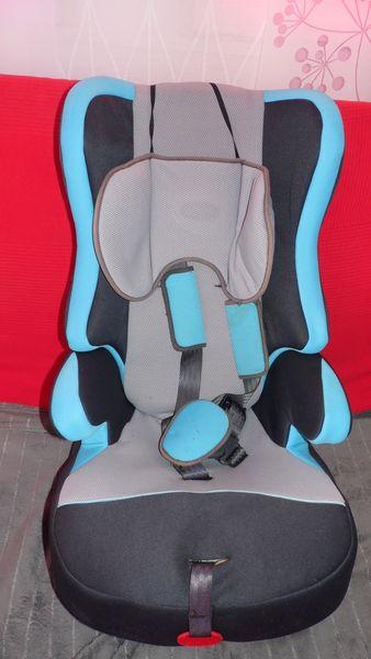 siège auto : jusqu'à 8-10 ans TBE 25 Arles (13)