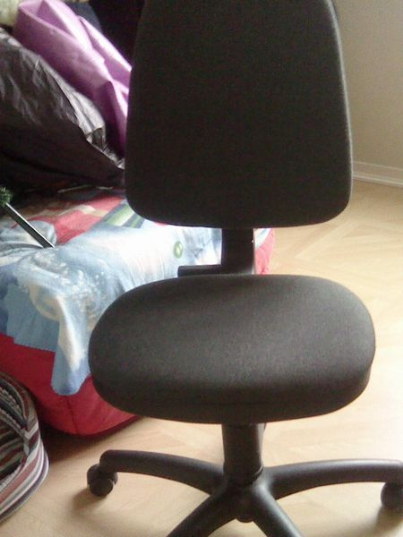 siège bureau + 4 petits pliants donnés 10 Voiron (38)