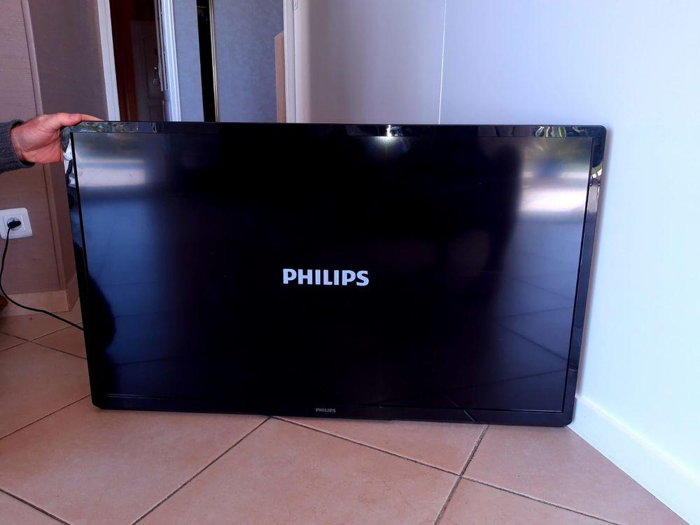 Smart TV PHILIPS avec support mural - Parfait état Photos/Video/TV