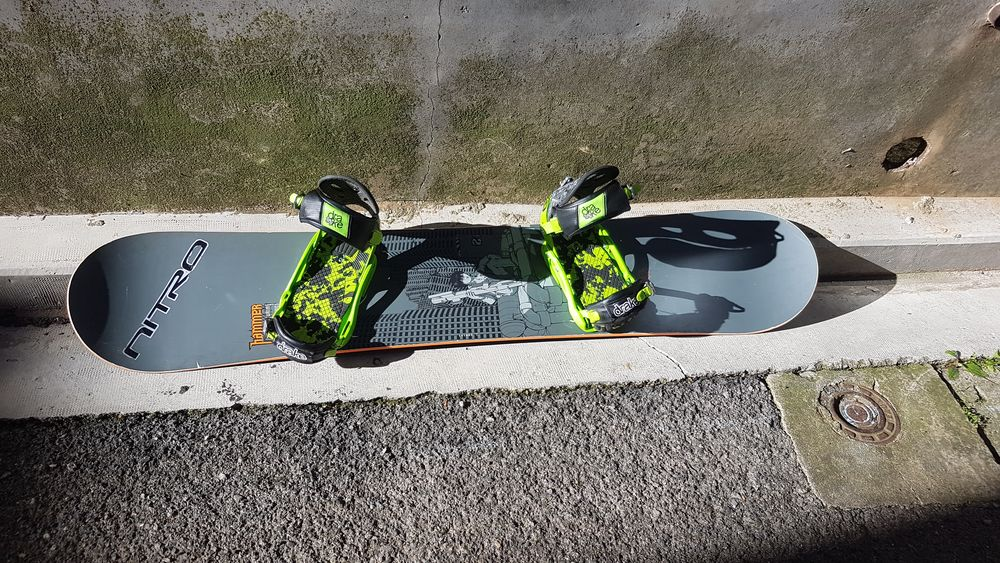 Snowboard HAMMER twentyone avec fixations Drake fifty 150 Torreilles (66)