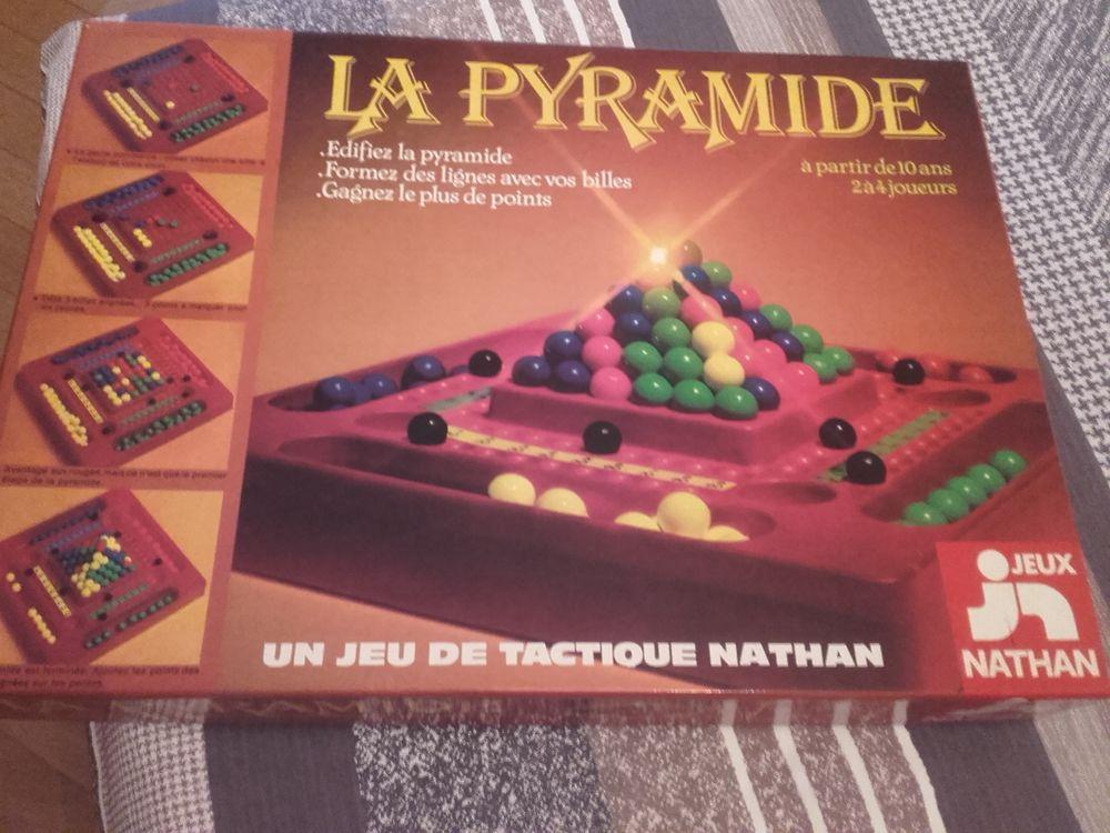 Jeu de société    LA PYRAMIDE   15 Marmagne (71)