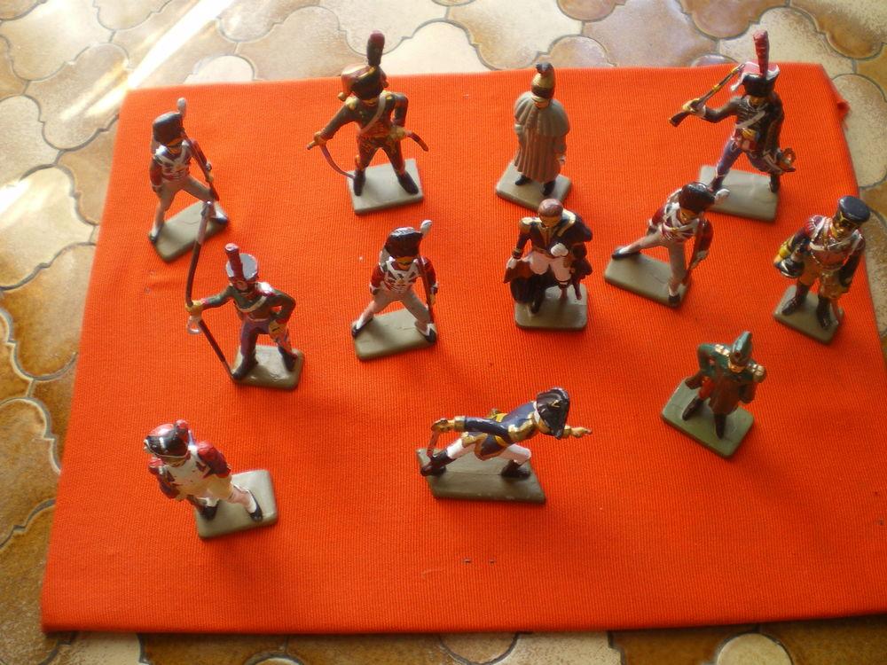 Soldats en plomb de marque Starlux sur le thème de l'Empire. 350 Caen (14)
