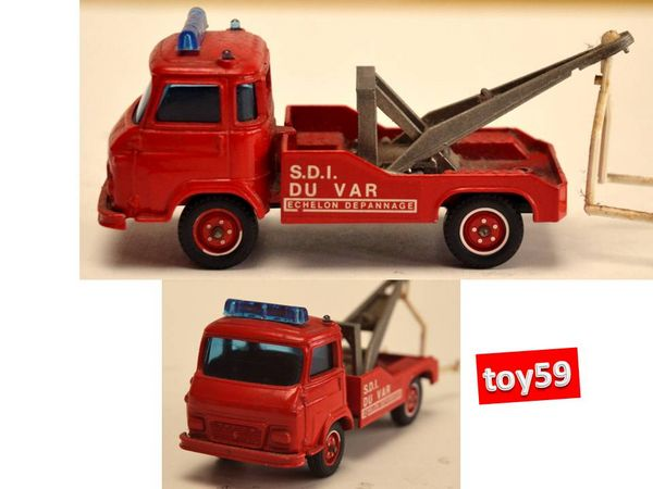SOLIDO: Camion SAVIEM SG4 ' DEPANNEUSE' - toy59 20 Mons-en-Barœul (59)