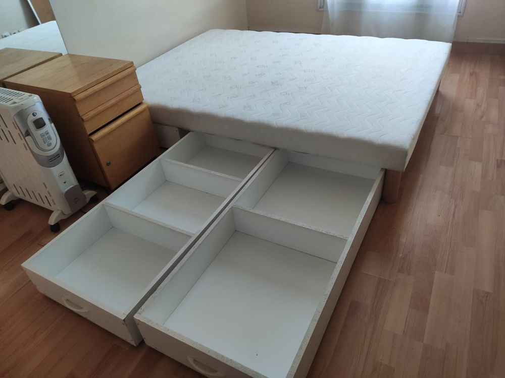 Lit sommier tapissier avec tiroirs roulants 90 Saint-Ouen (93)