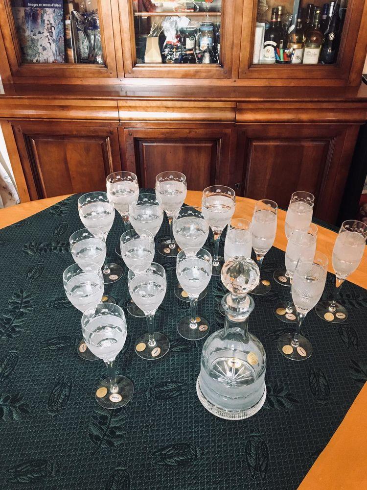 Somptueux service de 18 verres taillés, en  cristal + carafe 150 Montrouge (92)