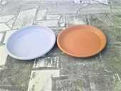 Soucoupes neuves en terre cuite et en plastique pour pots. 8 Blasimon (33)