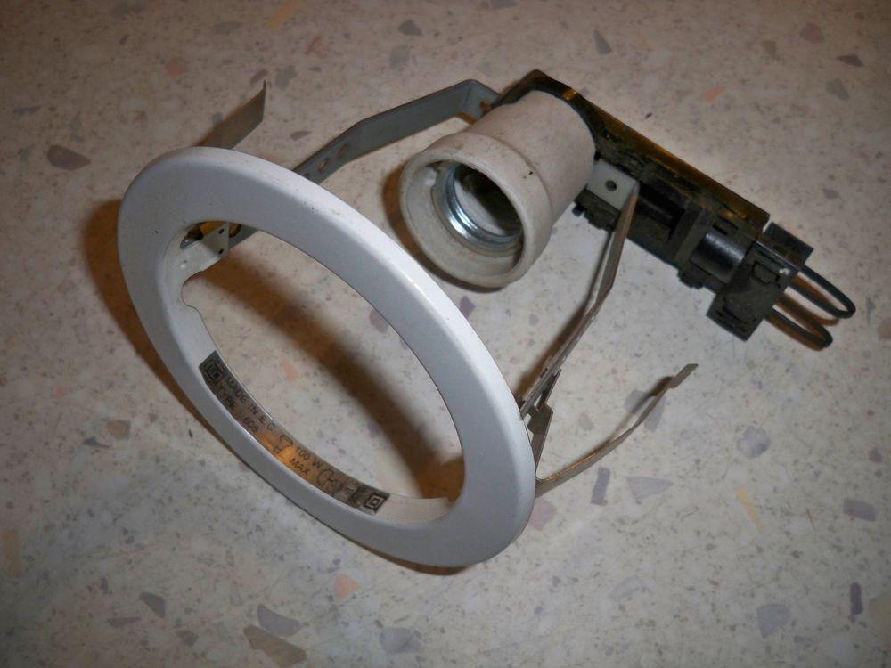 Lot de 10 Spots blanc Douille E 27. 100 w 220v  sans lampe 40 Étréchy (91)