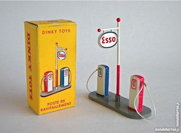 1//43 réédition DINKY TOYS atlas Poste de ravitaillement pompe ESSO 49D