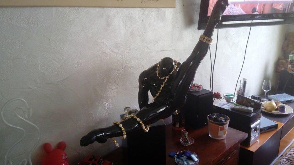 Statue athlete noir marbre et porcelaine  250 Valence (26)