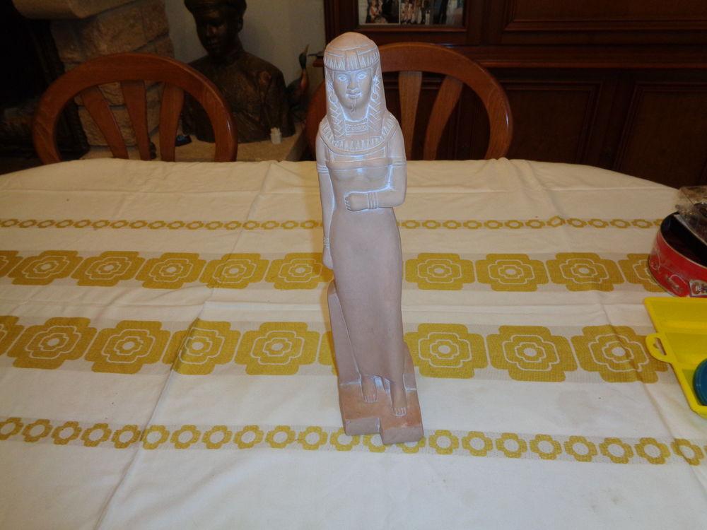 statue égyptienne cérusé  plâtre ,haut 42cm,avec socle même  23 Argenteuil (95)