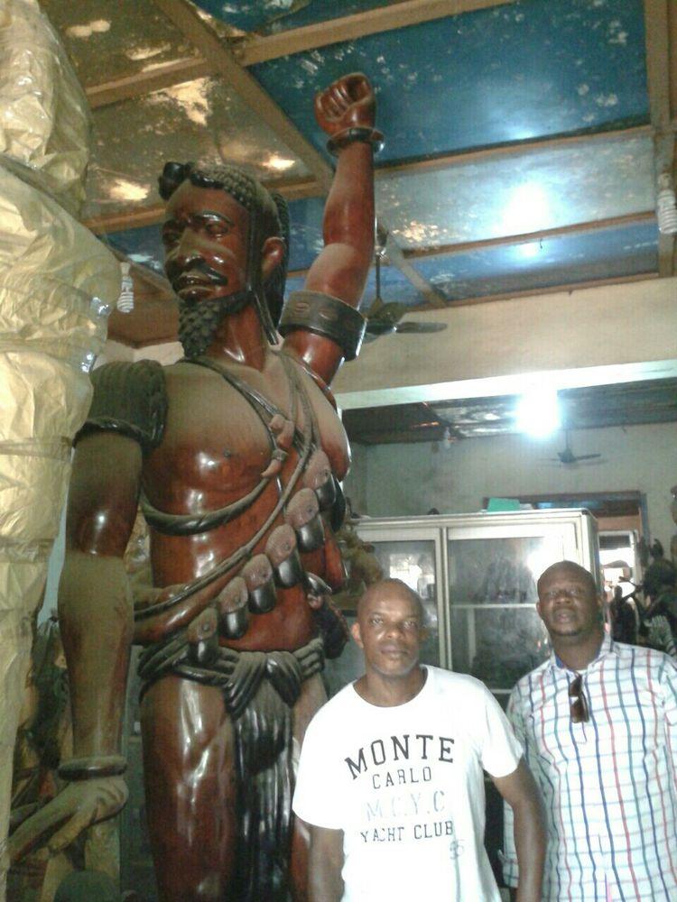 Statue géante africaine 30000 Courbevoie (92)
