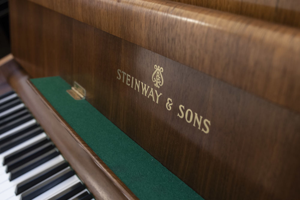 Steinway & Sons   France ()