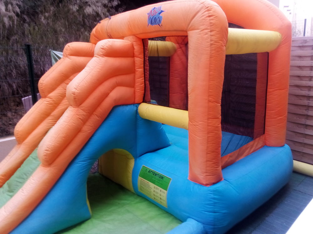Structure gonflable chateau toboggan 150 Servian (34)