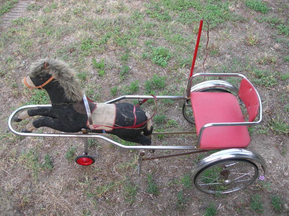 Sulky cheval ancien charrette à pédales